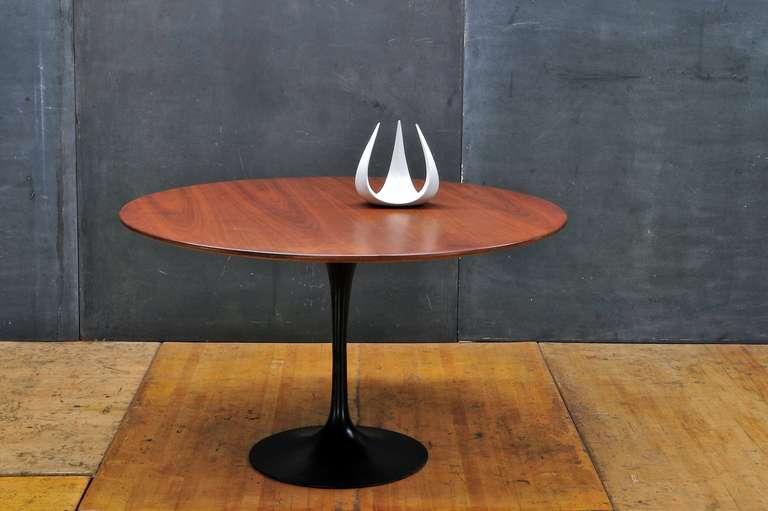 Cabin Modern Walnut Black Tulip Dining Table at 1stdibs : knolldiningtablewalnutvintage5l from www.1stdibs.com size 768 x 511 jpeg 34kB