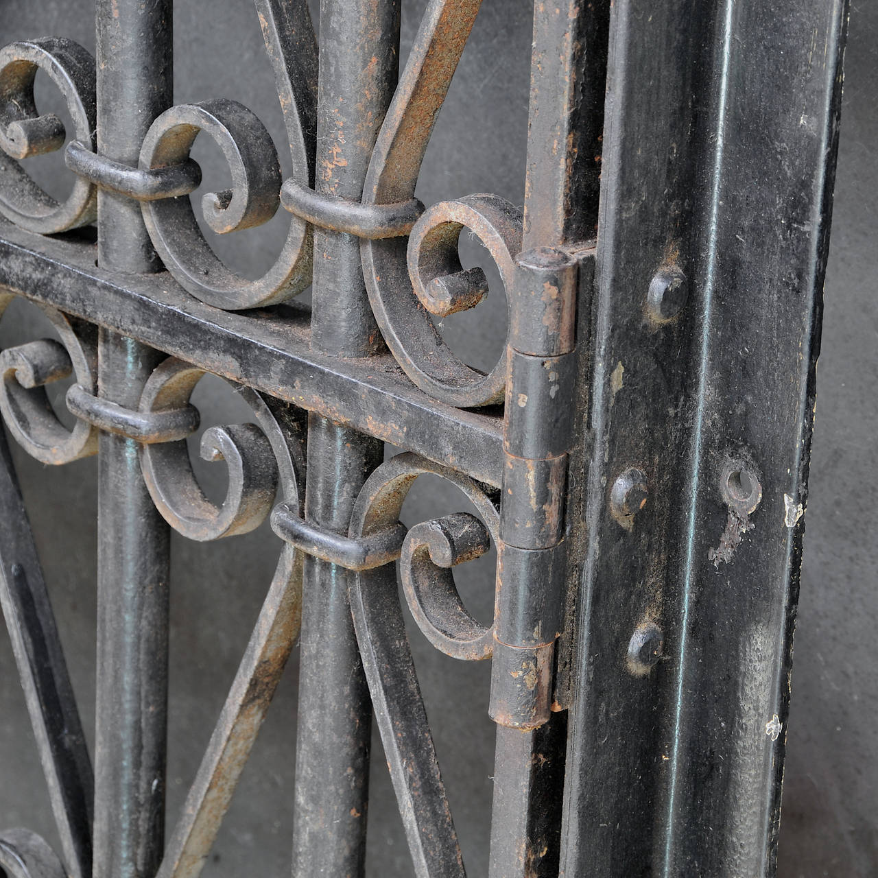 Vintage Industrial Wrought Iron Metal Arts Architectural Garden Gate Door In Distressed Condition For Sale In Washington, DC