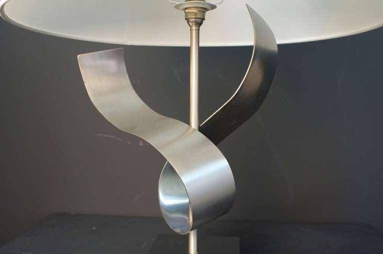 Metal 1970s Sculpture Table Lamp by François Monnet For Sale