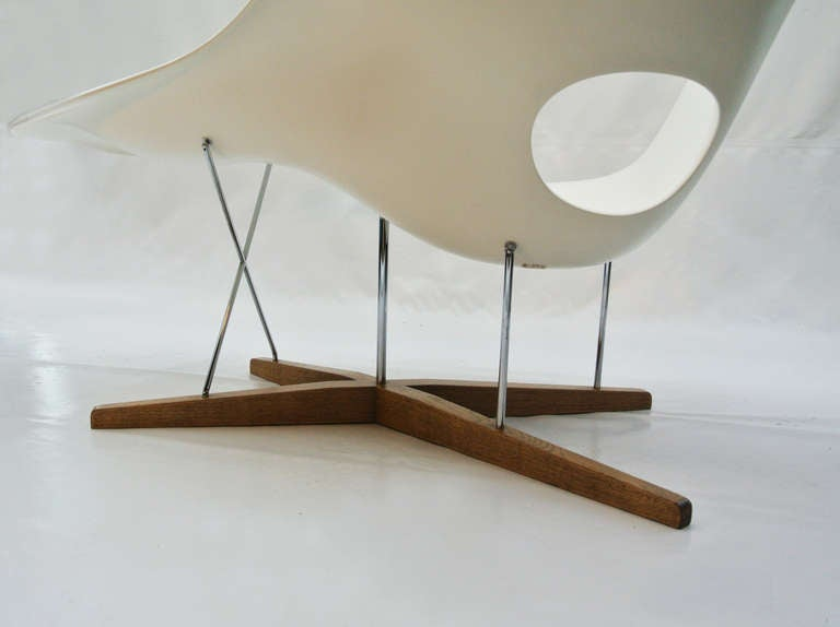 La chaise by charles eames at 1stdibs for La chaise eames occasion
