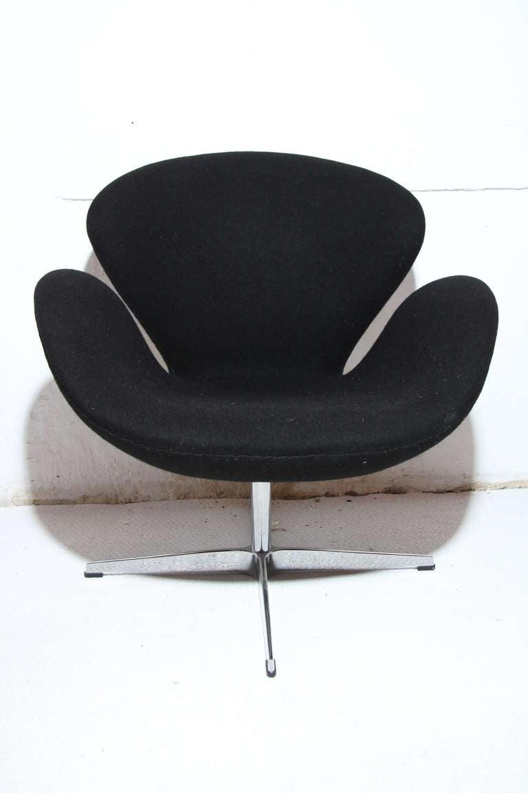 Swan chair arne jacobsen scandinavian design aluminum and black fabric at - Fauteuil swan arne jacobsen ...
