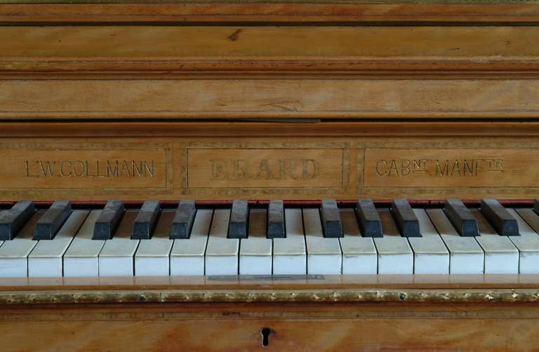 A Fine English Antique Bronze Mounted Erard Upright Piano In Good Condition For Sale In Beverly Hills, CA