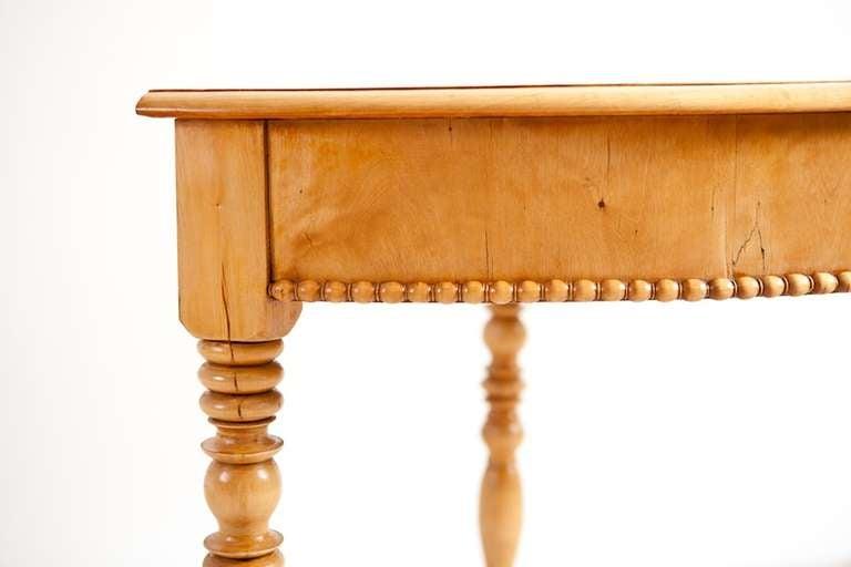Swedish Karl Johan Corner Table in Birch, circa 1825 In Good Condition For Sale In Miami, FL