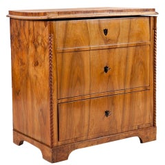 North German Biedermeier Chest of Drawers in Walnut, circa 1830