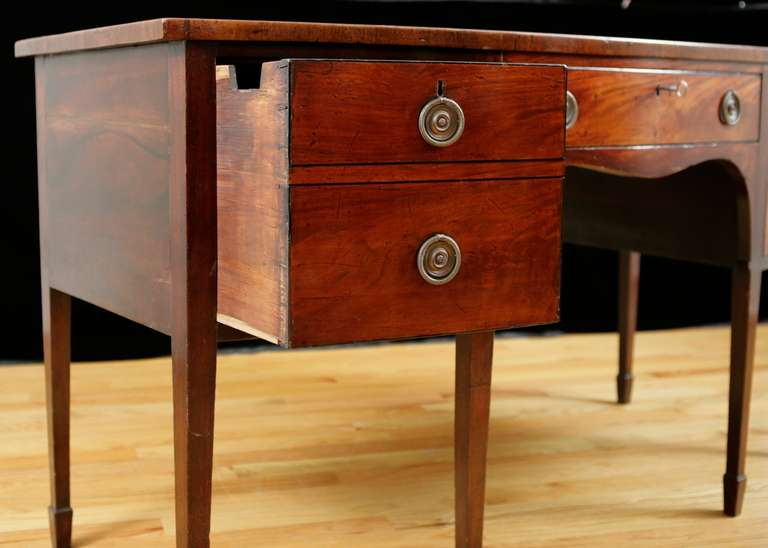 English George III Bow-Front Huntboard or Sideboard in Mahogany, circa  1775 For Sale 1