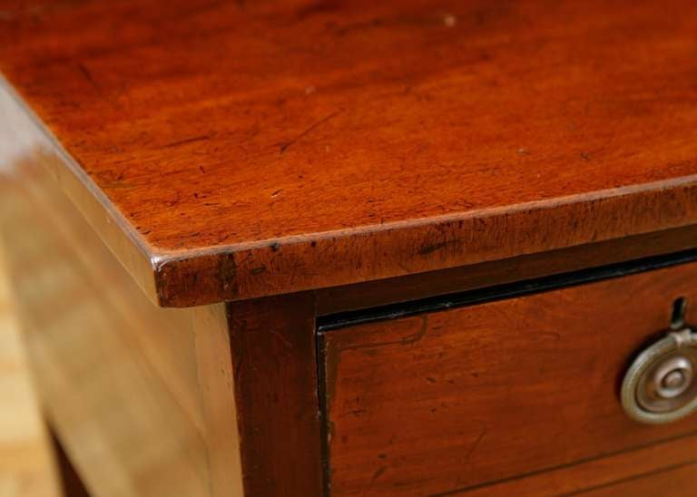 English George III Bow-Front Huntboard or Sideboard in Mahogany, circa  1775 For Sale 3