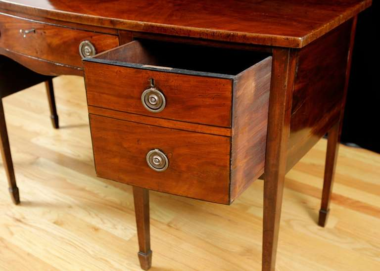 18th Century English George III Bow-Front Huntboard or Sideboard in Mahogany, circa  1775 For Sale