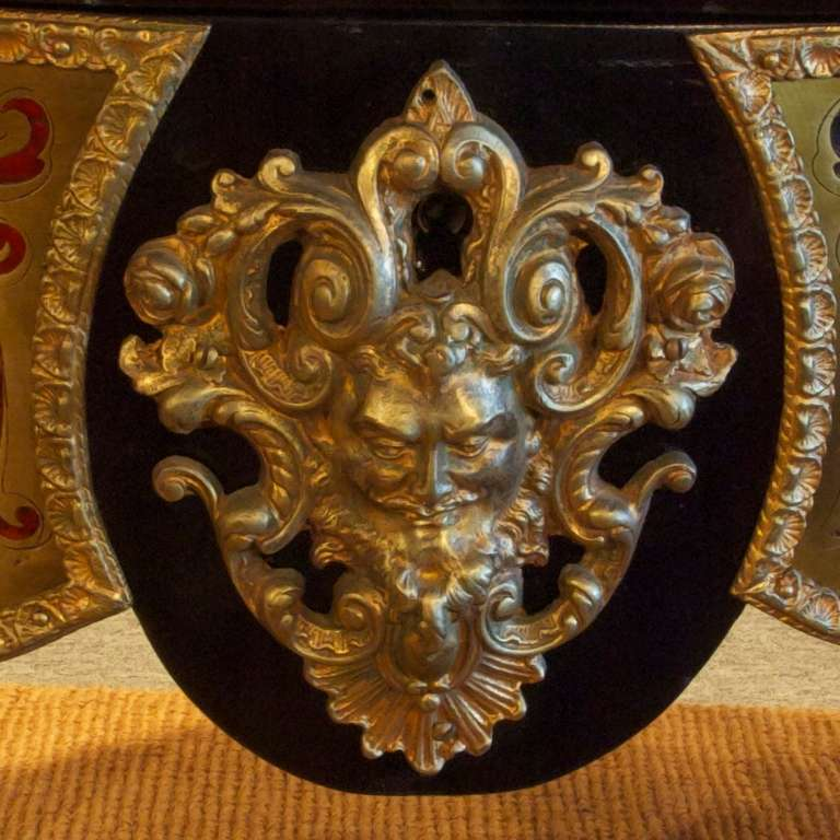 French Napoleon III Boulle Center Table in Tortoise Shell and Brass Inlay For Sale 3