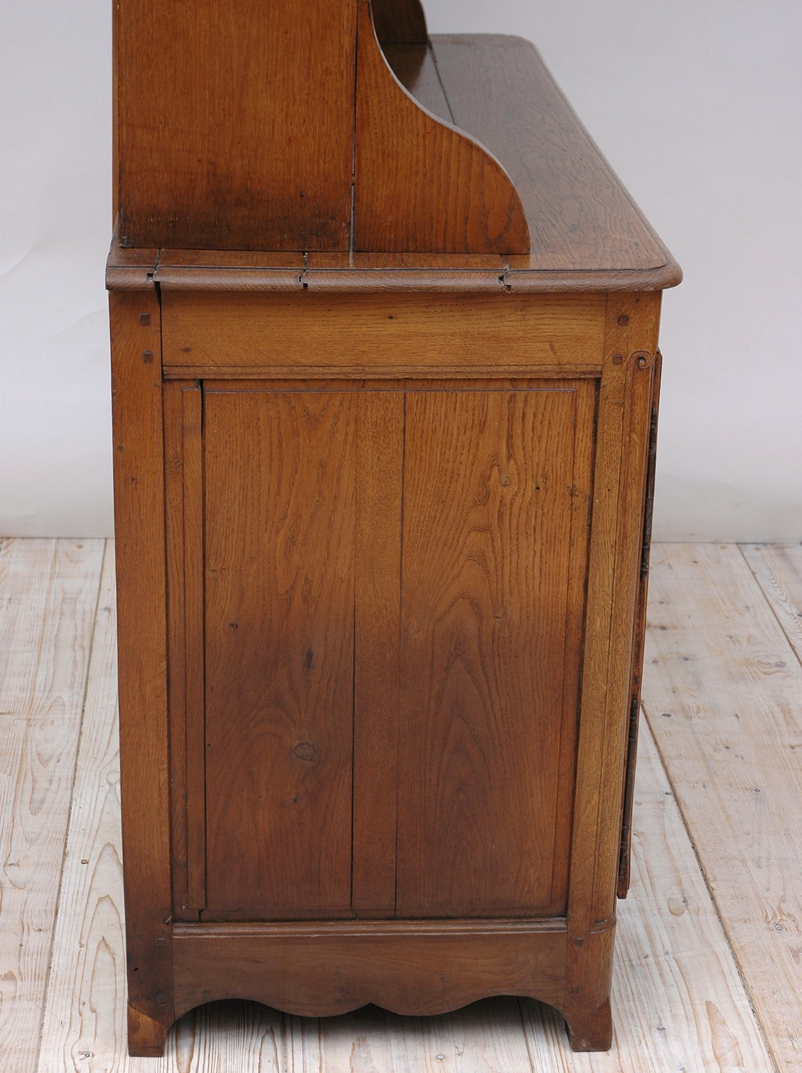 19th Century French Cupboard with Dish Rack or Vaiselier in Oak For Sale 3