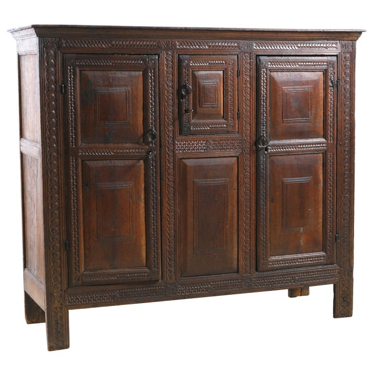 english oak court cabinet at 1stdibs. Black Bedroom Furniture Sets. Home Design Ideas