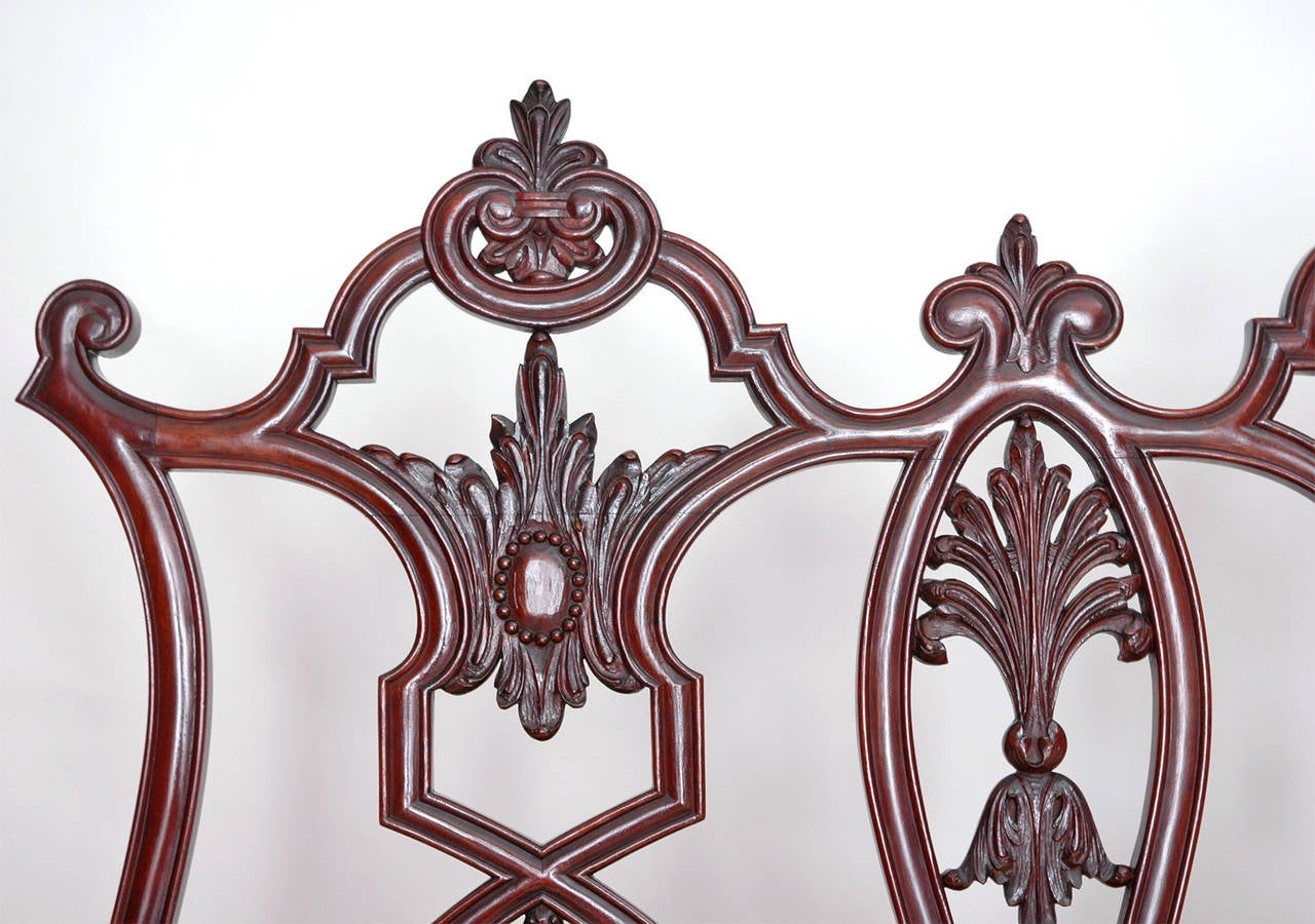 Gilded Age American Neo-Gothic Carved Settee in Mahogany, circa 1890 6