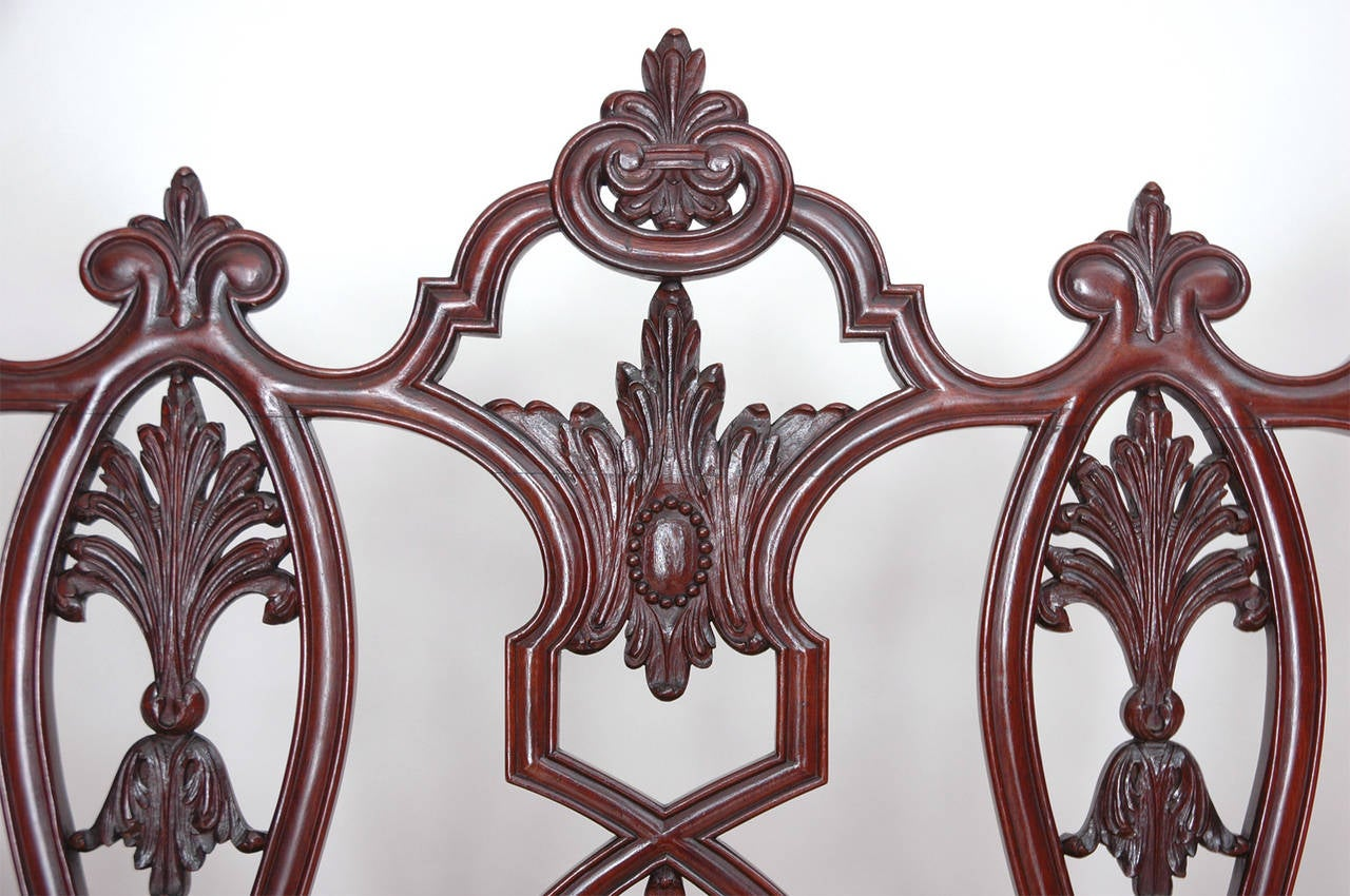 Gilded Age American Neo-Gothic Carved Settee in Mahogany, circa 1890 7