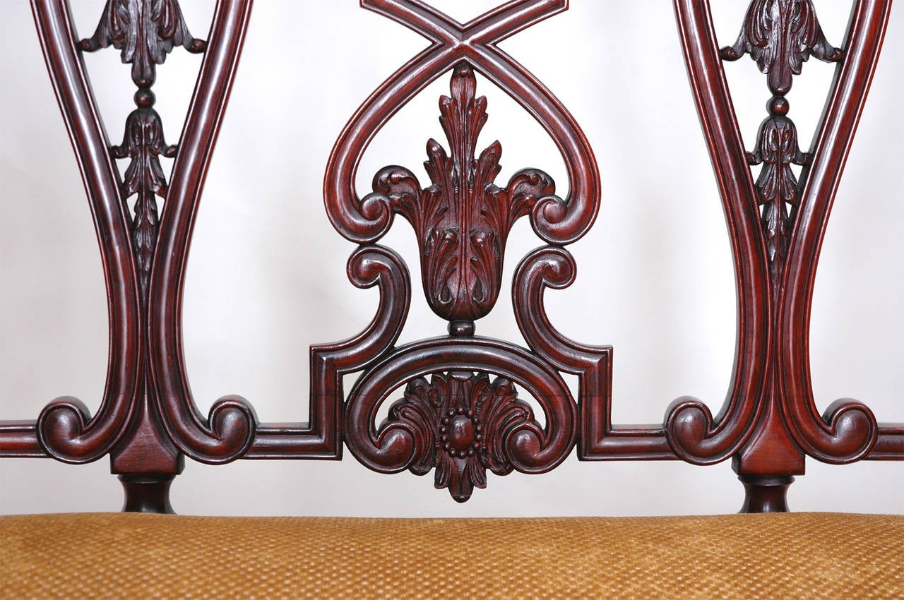 Gilded Age American Neo-Gothic Carved Settee in Mahogany, circa 1890 8