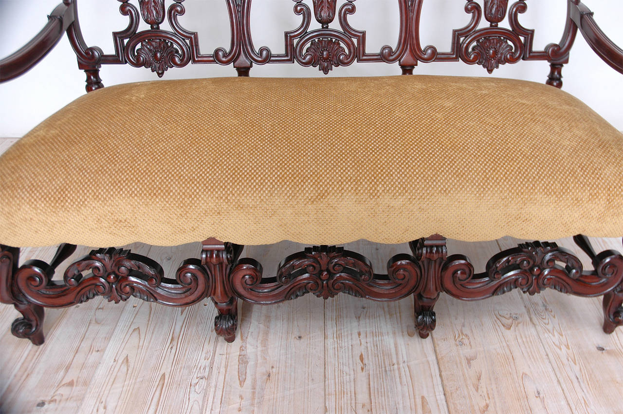 Gilded Age American Neo-Gothic Carved Settee in Mahogany, circa 1890 9