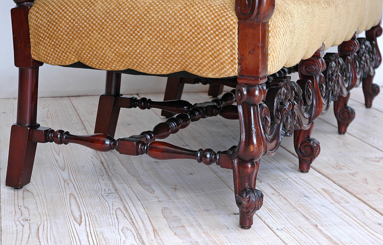 Gilded Age American Neo-Gothic Carved Settee in Mahogany, circa 1890 5
