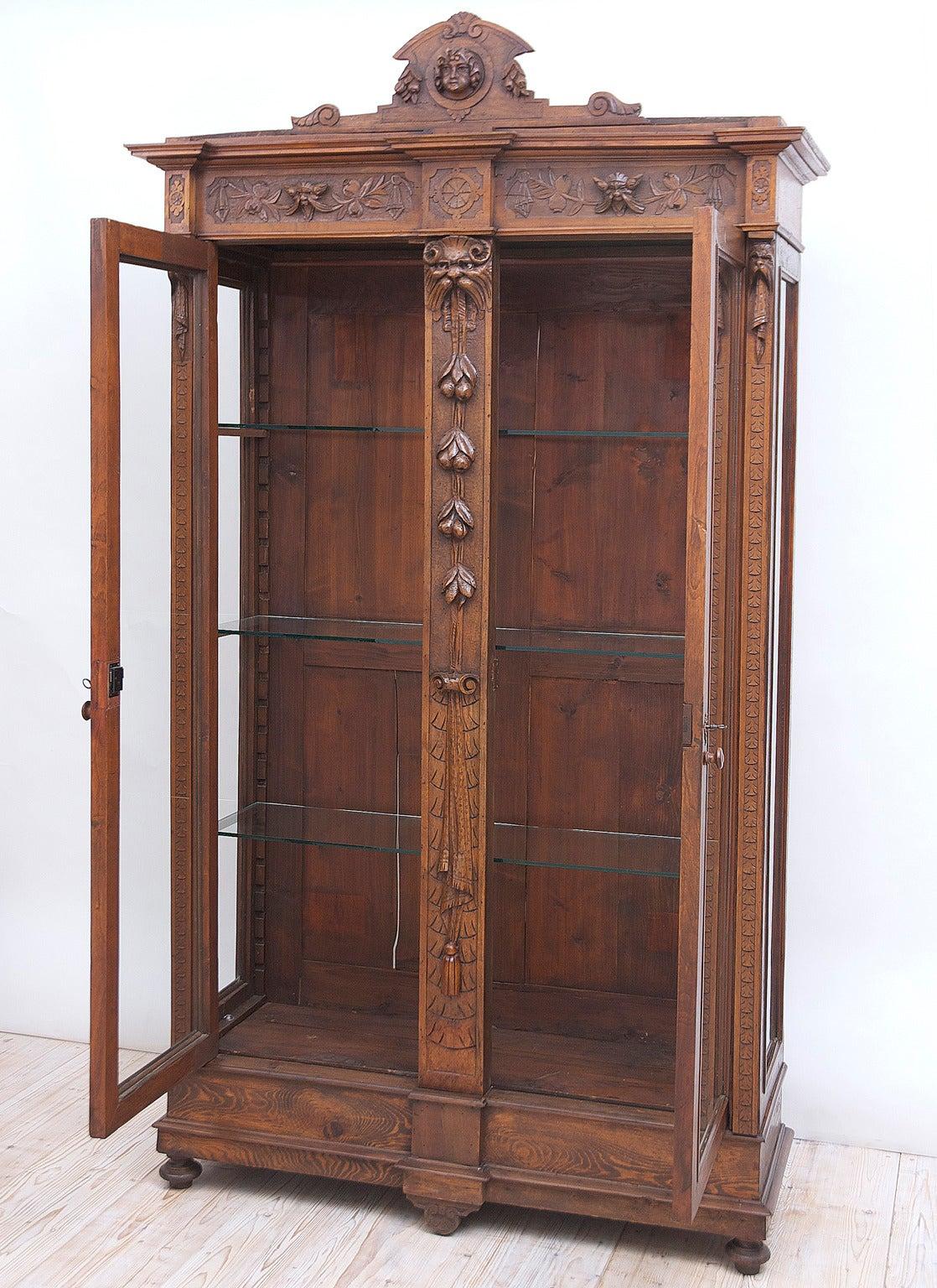 Flemish Renaissance Style Bookcase Vitrine in Walnut, Belgium, c. 1890 2