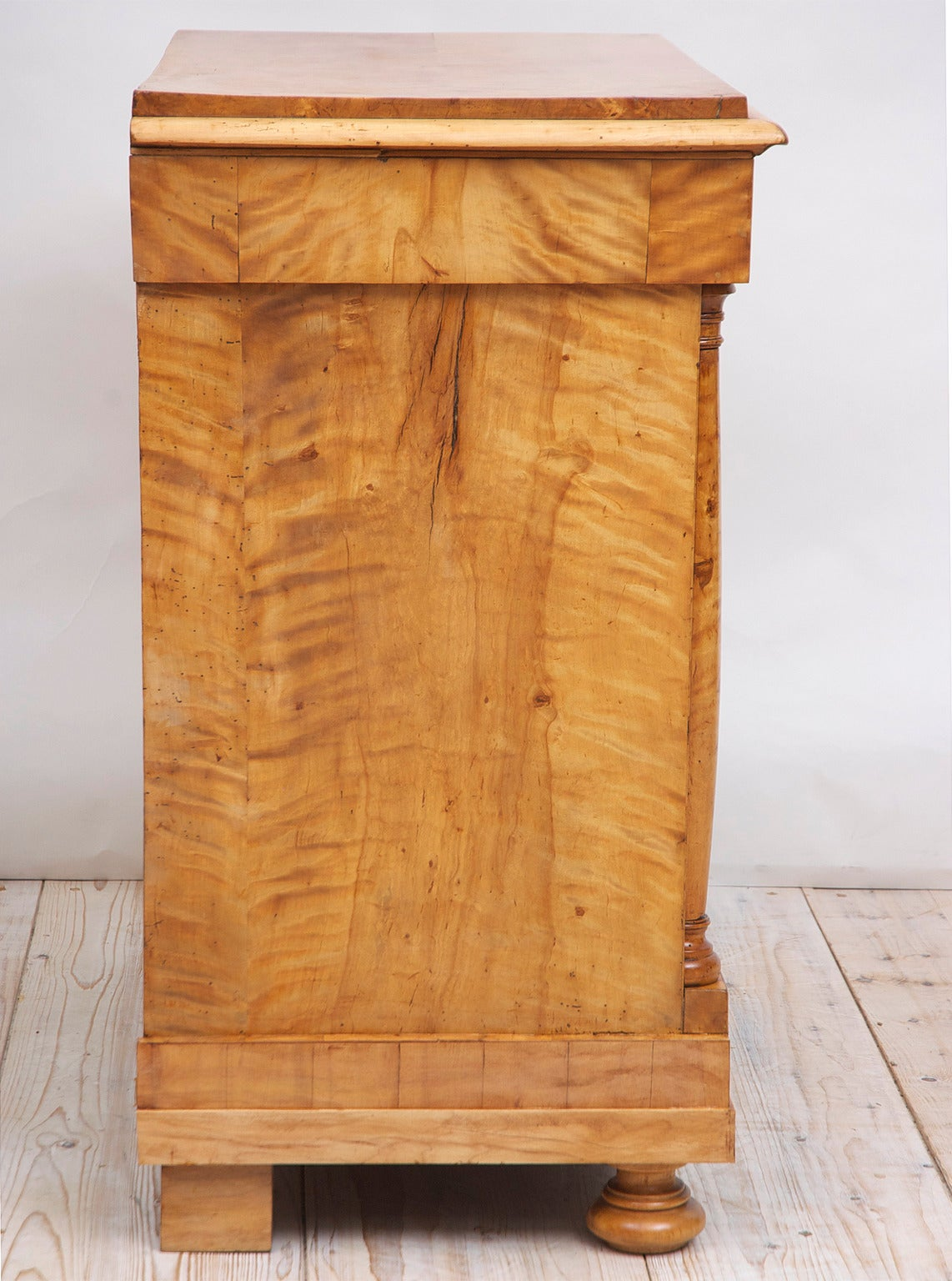 Polished Swedish Biedermeier / Empire Chest of Drawers in Quilted Birch, circa 1820 For Sale