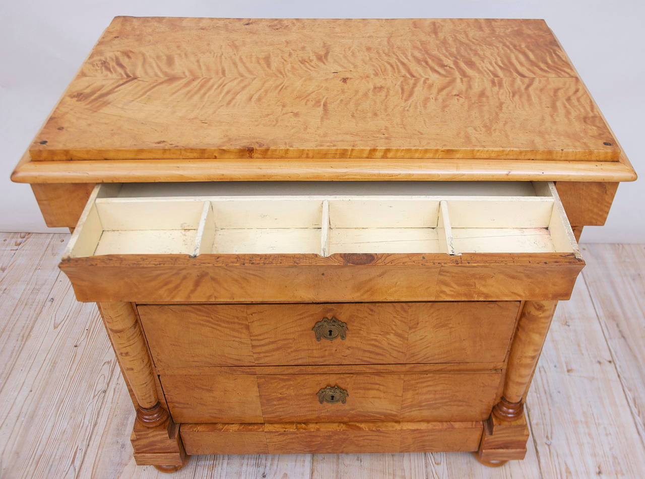 Swedish Biedermeier / Empire Chest of Drawers in Quilted Birch, circa 1820 For Sale 2