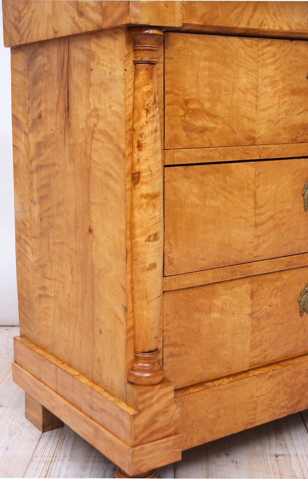 Swedish Biedermeier / Empire Chest of Drawers in Quilted Birch, circa 1820 For Sale 4