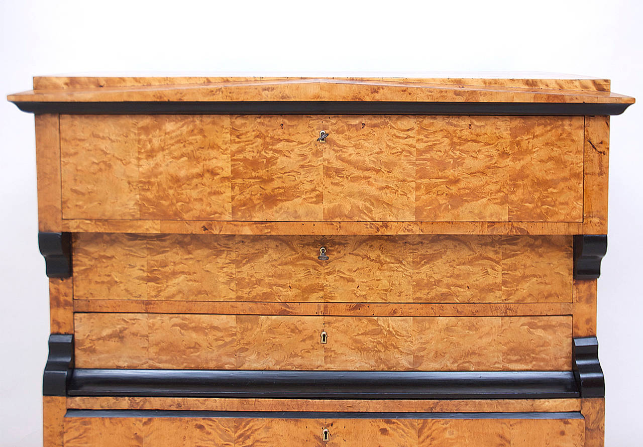 Swedish Karl Johan Biedermeier Chest of Drawers with Pull Out Secretary in Birch For Sale 1
