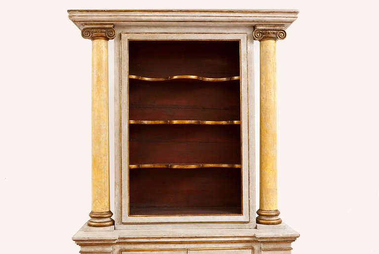 Pine 19th Century Italian Neoclassical Painted Display Cabinet w/ Faux Marble Columns For Sale