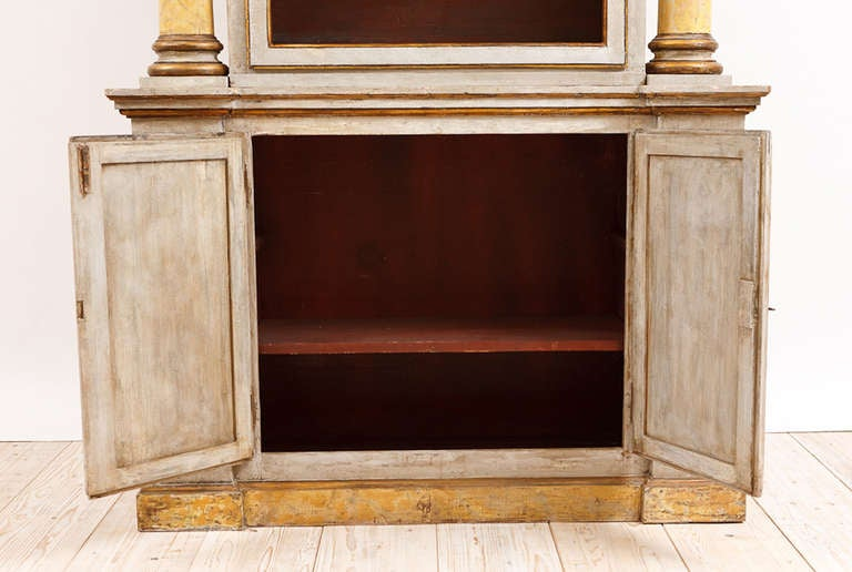 19th Century Italian Neoclassical Painted Display Cabinet w/ Faux Marble Columns For Sale 5