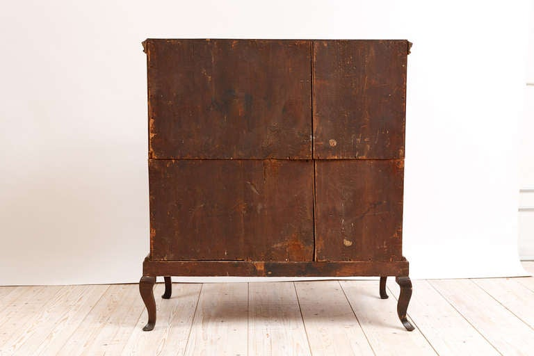 18th Century Baroque Chest of Drawers in Burl Walnut w/ Embossed Gilding For Sale 3