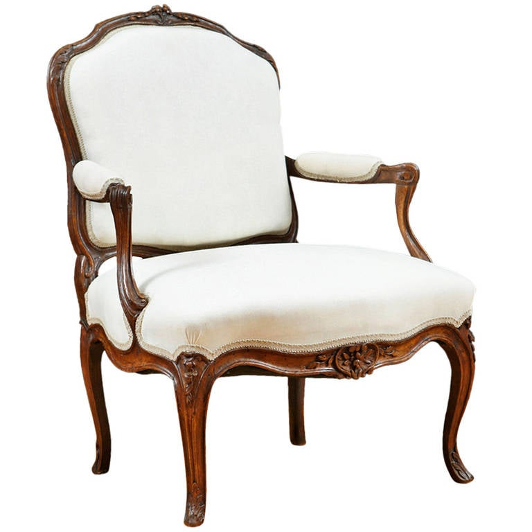 french louis xv fauteuil a la reine for sale at 1stdibs. Black Bedroom Furniture Sets. Home Design Ideas