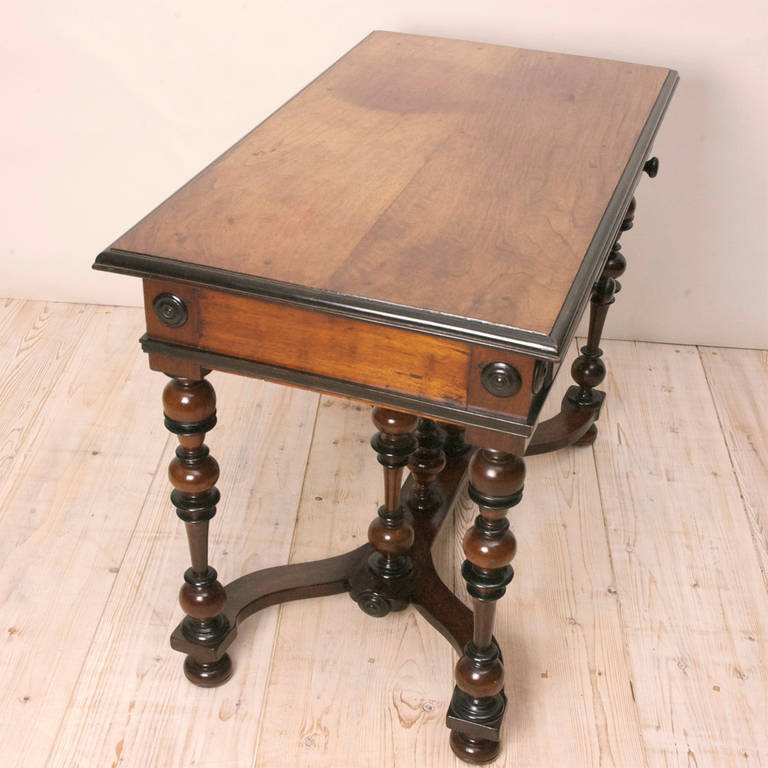 fine louis xiii walnut and ebonized table for sale at 1stdibs. Black Bedroom Furniture Sets. Home Design Ideas
