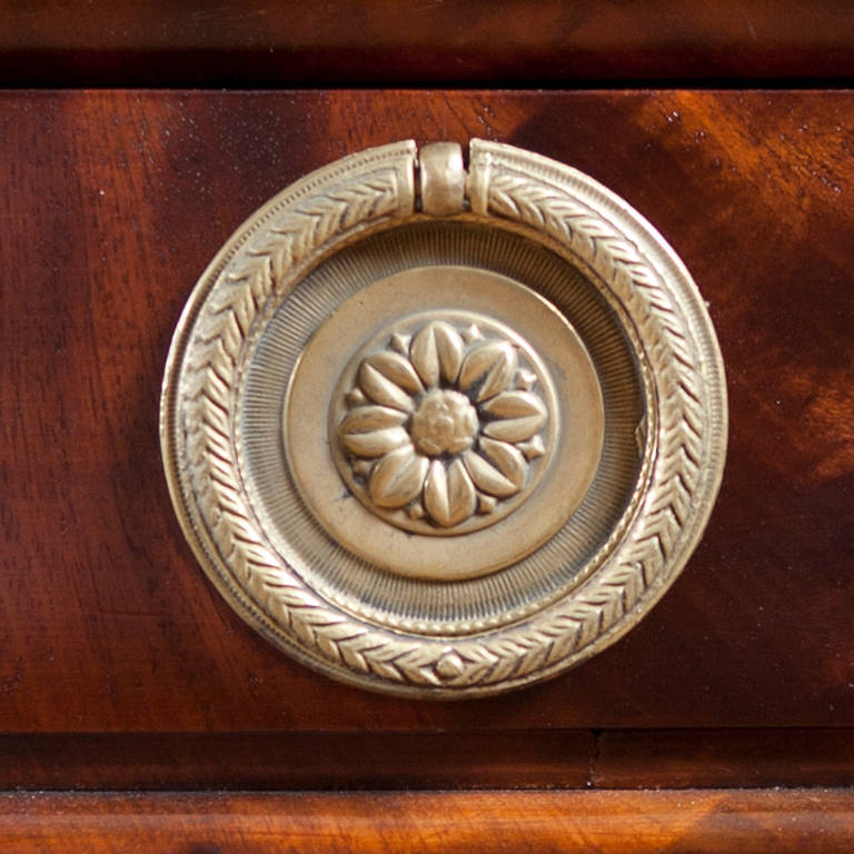 Napoleon III Pedestal Desk in Bookmatched West Indies Mahogany, circa 1860 For Sale 3