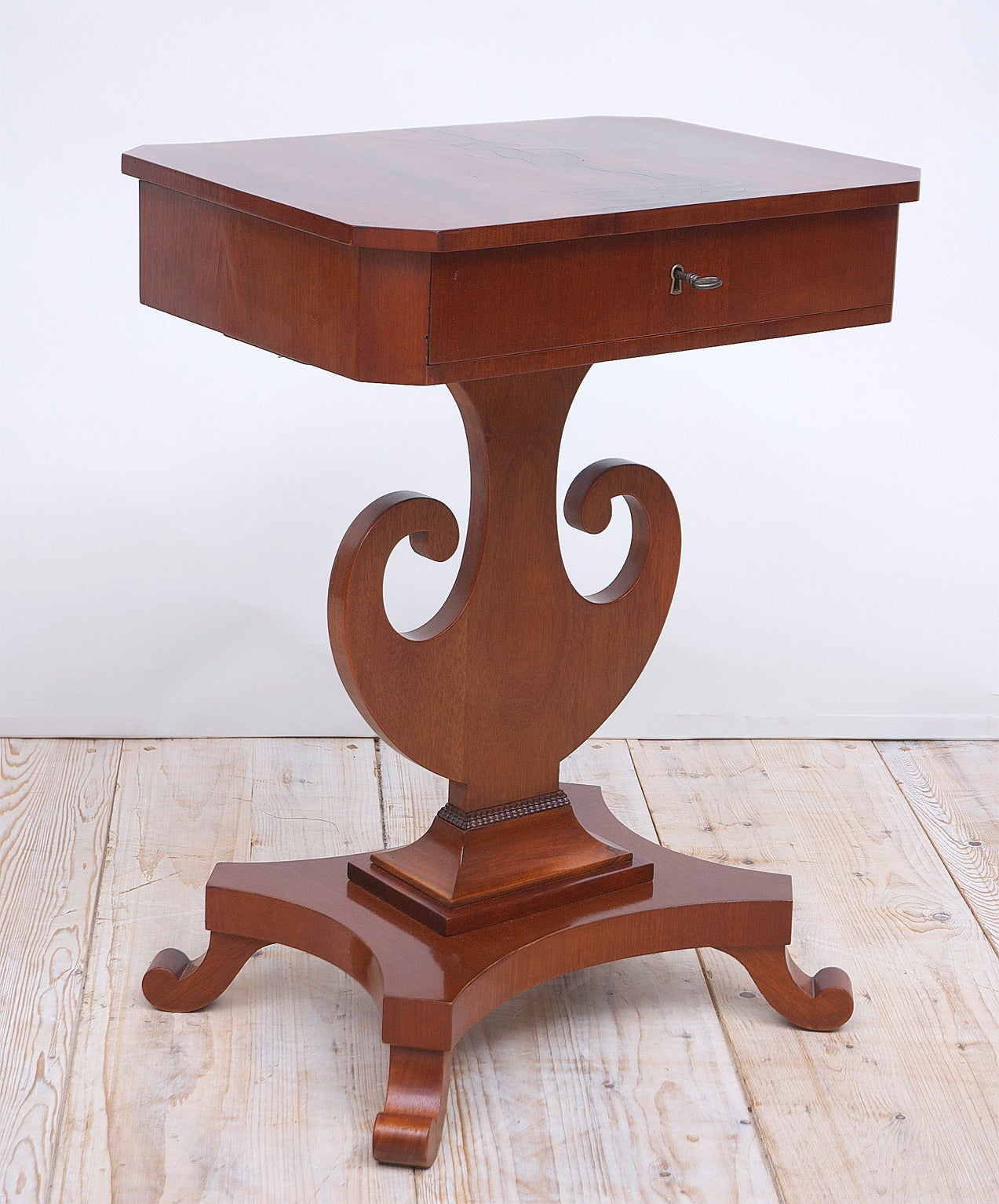 Antique Karl Johan Side Table with Lyre Base in Mahogany, Sweden, circa 1845 In Good Condition For Sale In Miami, FL