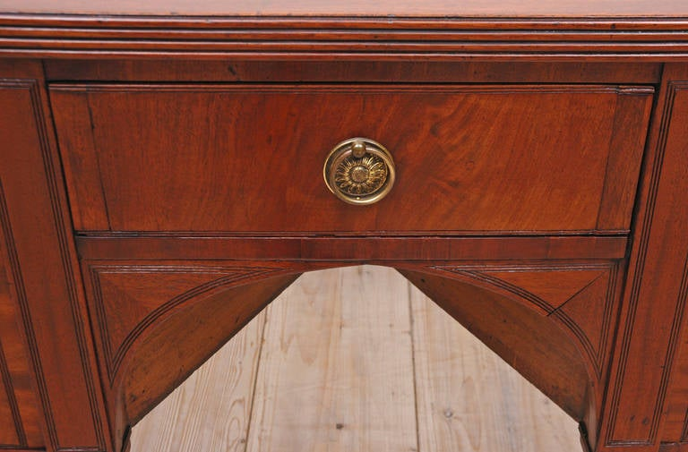 English George III Perfectly Scaled Sideboard in Mahogany, England, circa 1810 For Sale