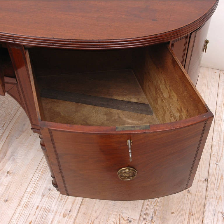 George III Perfectly Scaled Sideboard in Mahogany, England, circa 1810 In Good Condition For Sale In Miami, FL