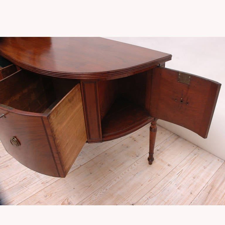 George III Perfectly Scaled Sideboard in Mahogany, England, circa 1810 For Sale 1