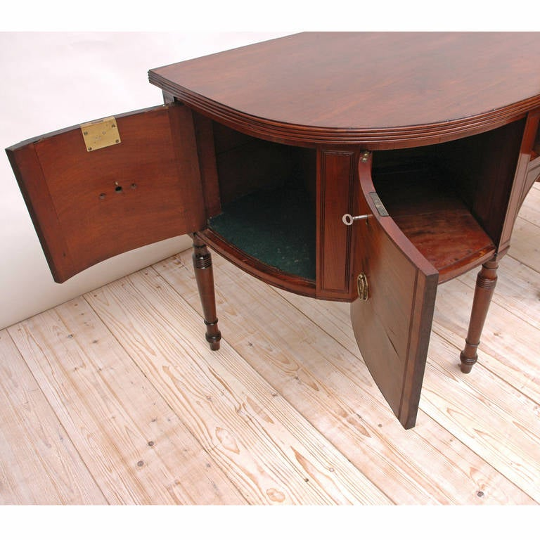 19th Century George III Perfectly Scaled Sideboard in Mahogany, England, circa 1810 For Sale