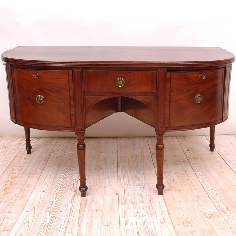 George III Perfectly Scaled Sideboard in Mahogany, England, circa 1810 For Sale 3