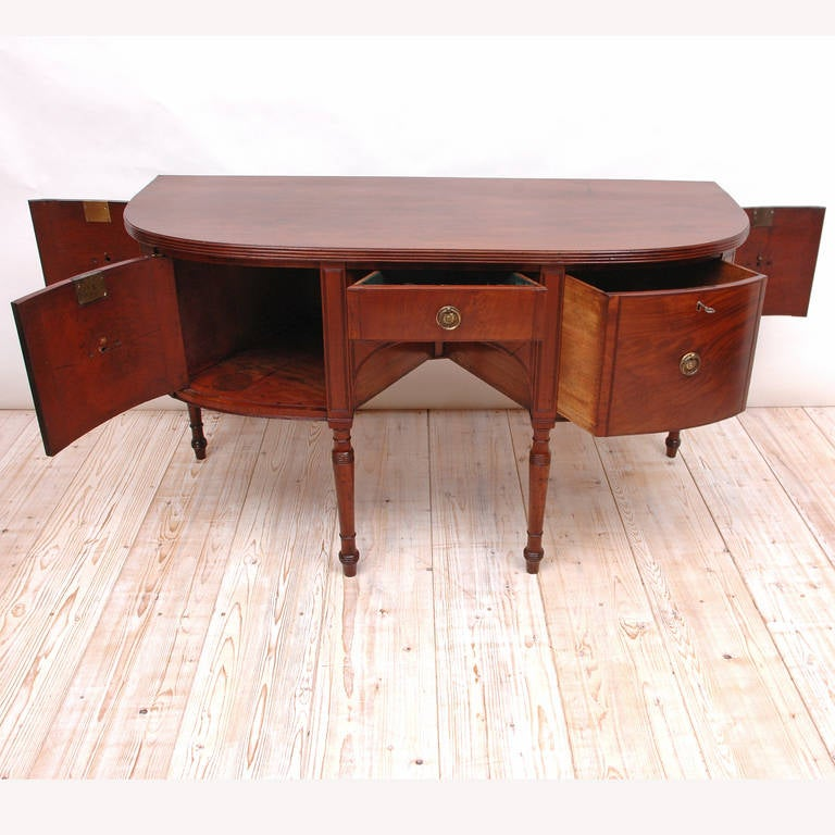 Polished George III Perfectly Scaled Sideboard in Mahogany, England, circa 1810 For Sale