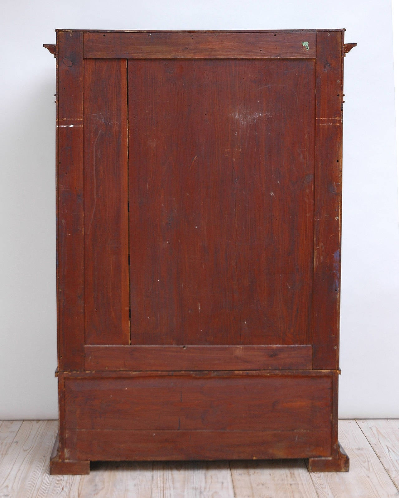 Biedermeier Tall Chest of Drawers in Book-Matched Mahogany, Copenhagen, c. 1820 For Sale 1