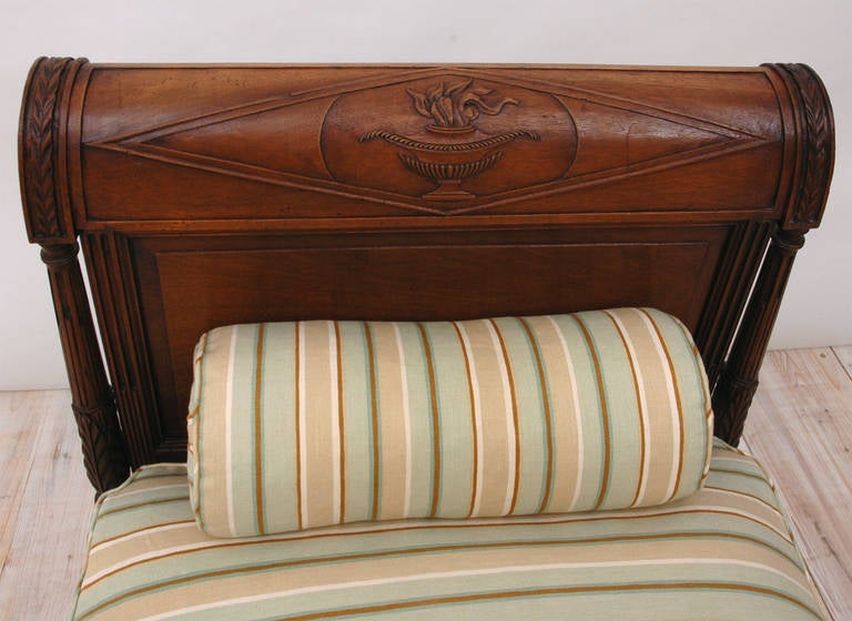Directoire Daybed in Walnut, France, circa 1800 6