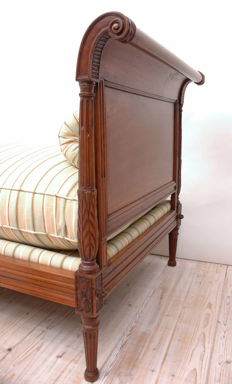 19th Century Directoire Daybed in Walnut, France, circa 1800 For Sale