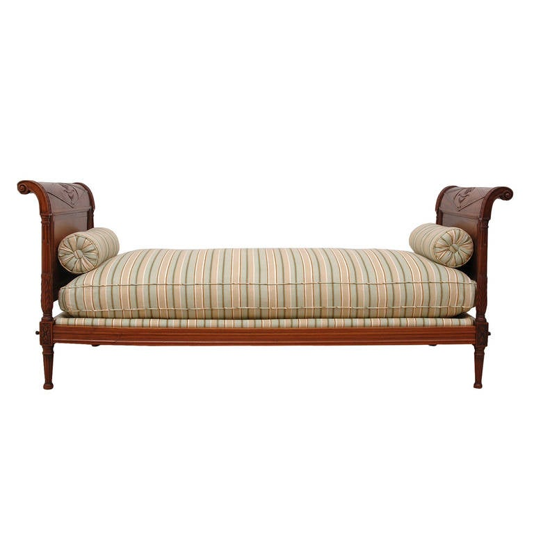 Directoire Daybed in Walnut, France, circa 1800 For Sale