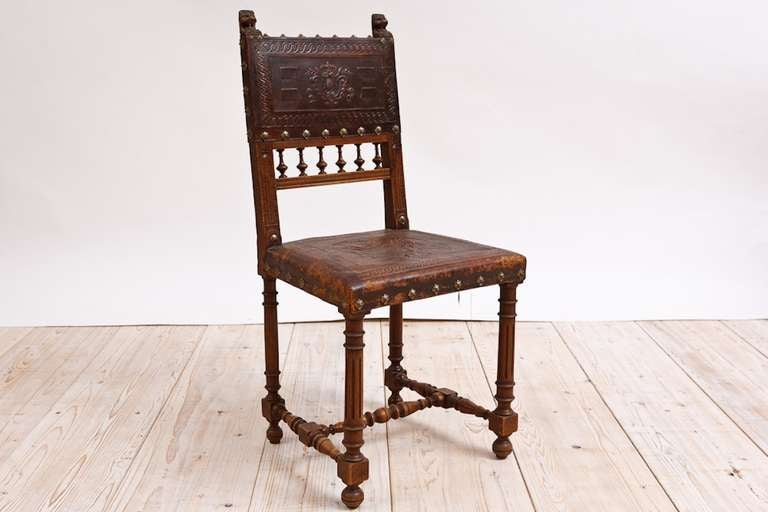 Set of Eight French Neo-Renaissance Dining Chairs in Walnut, circa 1860 2 - Set Of Eight French Neo-Renaissance Dining Chairs In Walnut, Circa