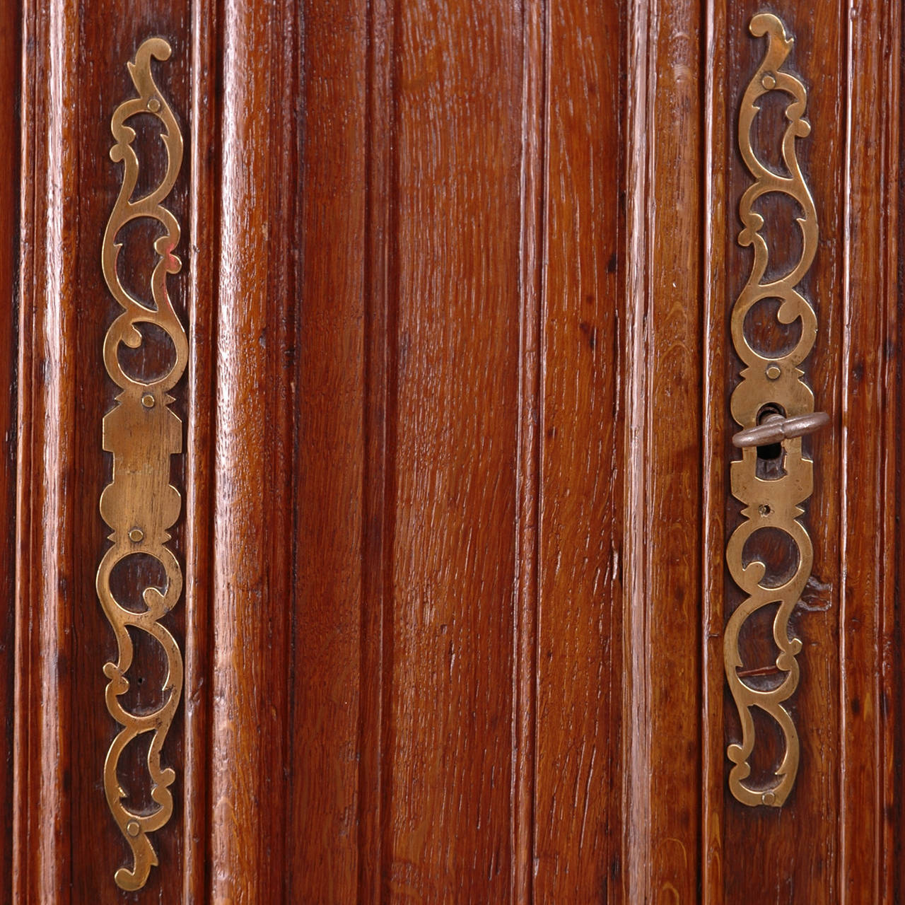 18th Century Louis XV Buffet a Deux Corps in Carved Oak from Normandy For Sale 2