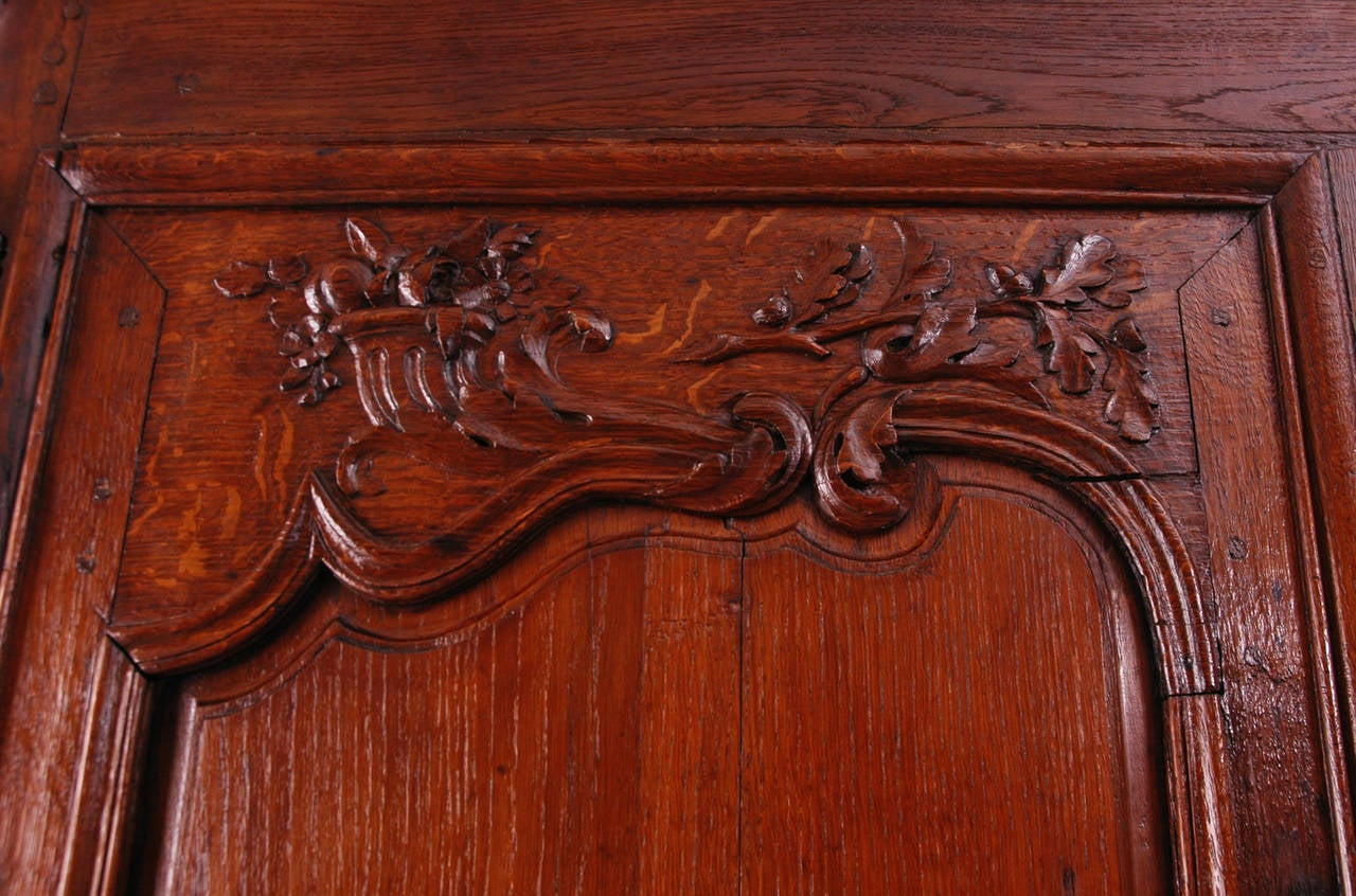 18th Century Louis XV Buffet a Deux Corps in Carved Oak from Normandy For Sale 3