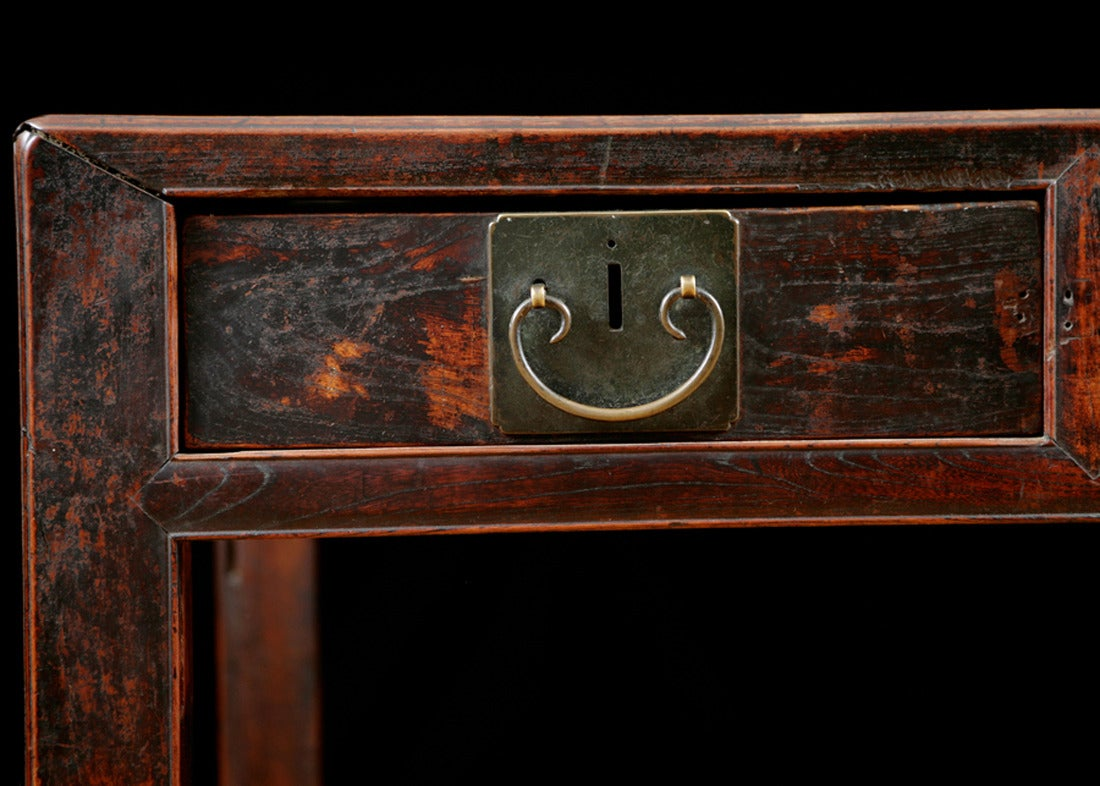 Chinese Table in Elm with Original Cinnabar Lacquer, circa 1790 Qing Dynasty For Sale 1