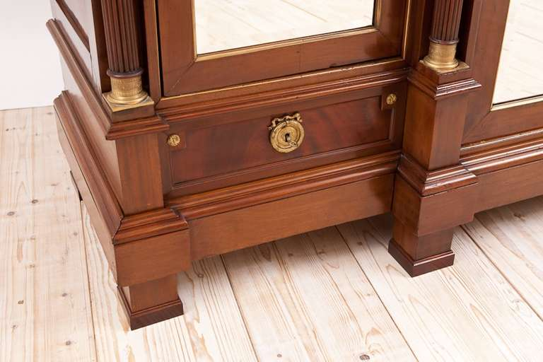 Large French Napoleon III Armoire in Mahogany with 3 Mirrored Doors For Sale 4