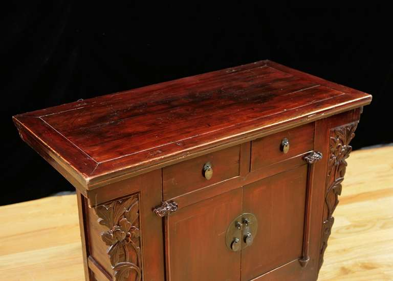 19th Century Chinese Provincial Red Lacquered Cabinet from the Qing Dynasty In Good Condition For Sale In Miami, FL
