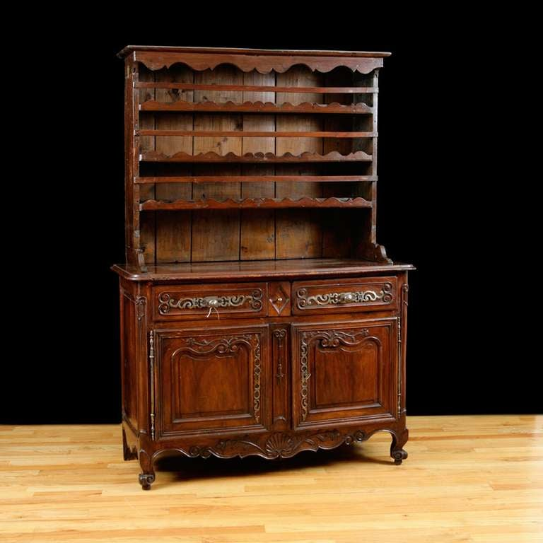 18th Century Period Louis XV Cupboard in Walnut with Dish Rack, France, c. 1750 For Sale 2