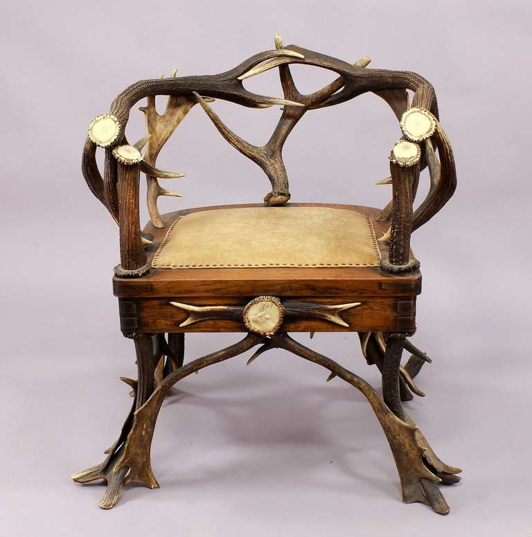 Set of Four Black Forest Antler Armchairs, circa 1900 In Excellent Condition For Sale In Berghuelen, DE
