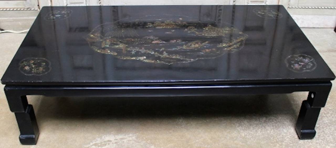 Chinoiserie Chinese Black Lacquer Coffee Table with Mother of Pearl Inlay For Sale